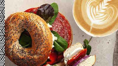 Coffee House bagel ja cappuccino