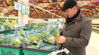 Asiakkaiden ostoskärryihin päätyy yhä useammin satakuntalaista ruokaa.