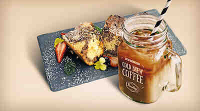 Coffee House Cold Brew Coffee & Suklaamuffinikakku Raflaamo