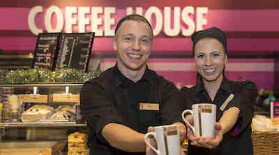 Coffee Housen henkilökunta kotimaiset työasut työvaatteet vastuullisuus