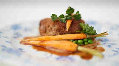 Suomi 100 menu S-ryhmän ravintoloissa karitsan pannupihvi