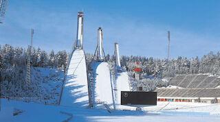 Lahden hyppyrimäki sekä Hiihtomuseo ovat perinteikkäitä vierailukohteita.