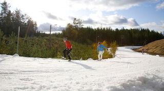 Лыжники на первой лыжне в Вуокатти.