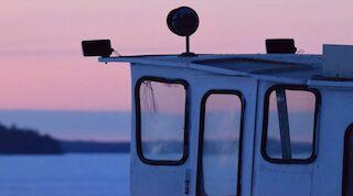 Toivo-laiva vie Tahkon Aholansaareen joka on Paavo Ruotsalaisen kotipaikka
