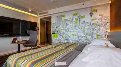 Ville Lausmäe har gett färg åt rummen på Hotel Viru