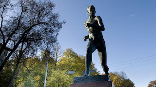 Paavo Nurmen patsas, Turku