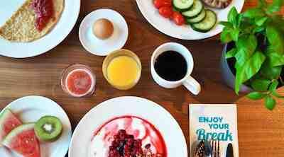 Terveellinen ja maukas Break Sokos Hotel Flamingo aamiainen