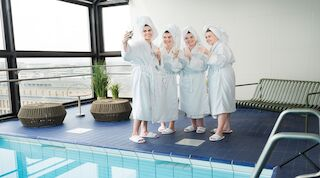 Bachelor party, bachelorette party, hen party, hen night, stag party, stag night, original sokos hotel royal vaasa, sauna, tilaussauna, wazaca, frans & nicole, o´malley´s