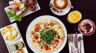 aamiainen Albert Punavuori hotelliaamiainen