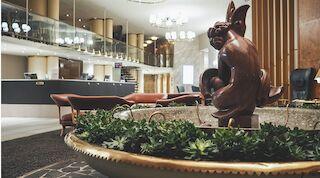 Original Sokos Hotel Vaakuna Helsinki vastaanotto aula Gunnar Finne