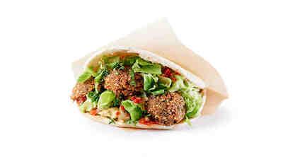 Falafel ja Hummus pita, Falafeleilla ja tuoreilla kasviksilla täytetty leipätasku.
