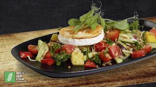 Kahvila ravintola Aino hedelmäinen salaatti huhtikuu