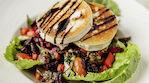 Helsinkiläisen ravintola Vltavan maistuvat salaatit