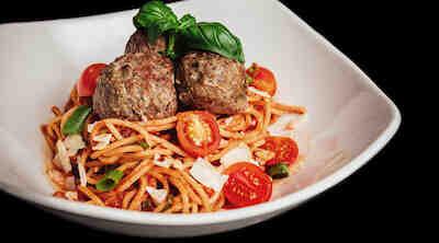 Spaghetteria Jumbo Kaari suosittelemme pasta Spaghetti con Polpetti