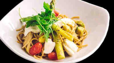 Spaghetteria Jumbo Kaari suosittelemme pasta Spaghetti alla caprese