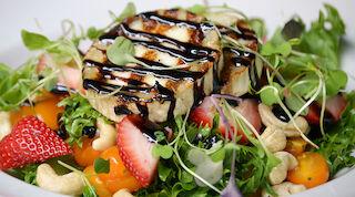 Summer salad kesäsalaatti ravintola Helsinki Stone's