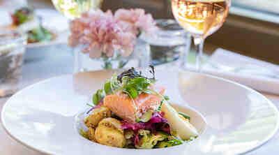 Uusi kesämenu ravintola Kappelissa Helsingissä