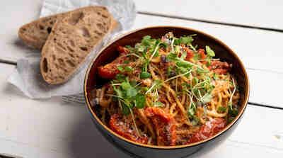 Spaghetterian Pasta Bolognese perhekoossa Woltista ja Foodorasta