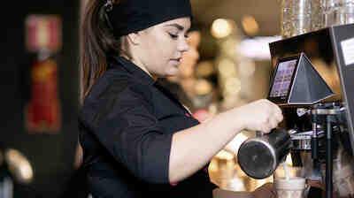 Coffee Housessa master baristojen ammattitaidolla valmistetut kahvit