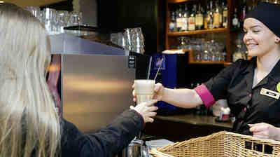 Coffee Housessa iloisen palvelun ammattilaisia