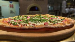 Pizza valmiina nautittavaksi
