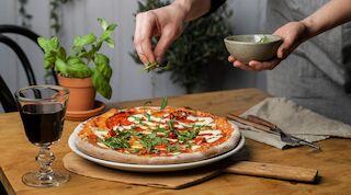Opiskelijalle pizzaa etuhintaan
