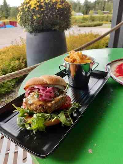 ala carte burgeri ranskalaiset ruokalista menu