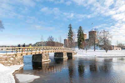 Olavinlinnan talvisessa maisemassa, Savonlinnan keskiaikainen linna väliaikatarjoilu, oopperajuhlien väkliaikatarjoilu, Olavinlinnan ravintola, olavinlinnan väliaikatarjoilu, savonlinnan oopperajuhlat