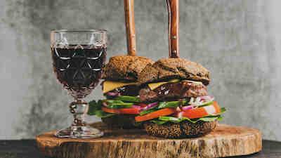 burger, hampurilainen, viini, mikkeli, savonlinna, pieksämäki, ravintontola, kampanja, s-etukortti, bonus. osuuskauppa.