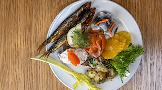 Uusikaupunki Kahveli saaristolaispöytä kesä herkku kala