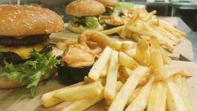 burger tarjous uusikaupunki kahveli kirsta maaliskuu