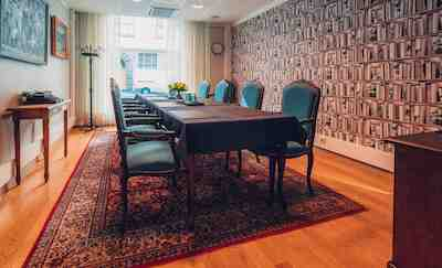 Aleksanteri Lounge Kirjasto-kabinetti